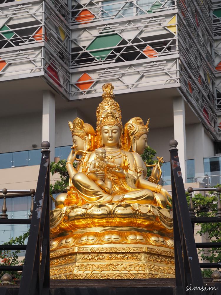 スリランカ旅行シーマ・マラカヤ寺院